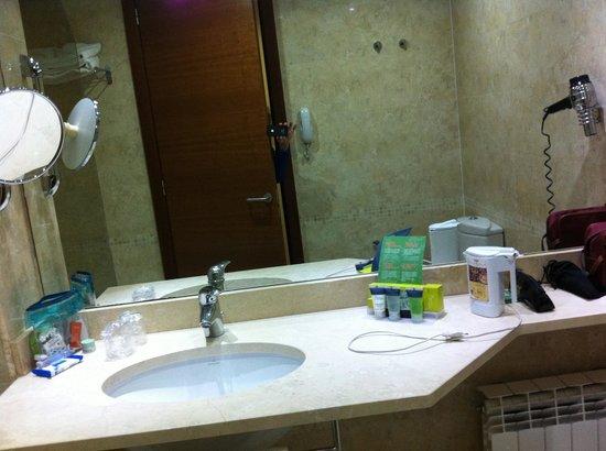 Silken Coliseum Hotel: Sempre il bagno