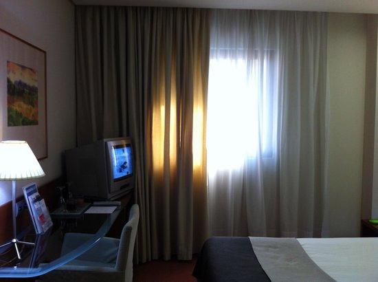 Silken Coliseum Hotel: Un angolo della camera