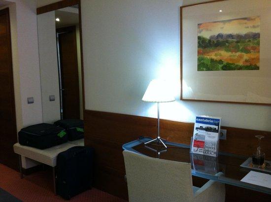 Silken Coliseum Hotel: Altro angolo della camera