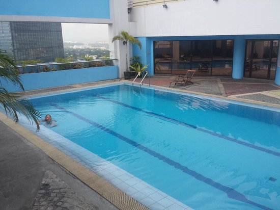 Prince Plaza II : Rooftop Pool