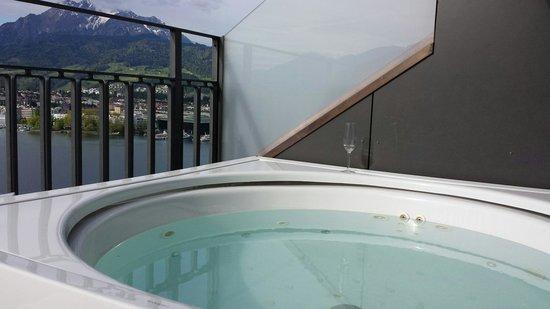 Art Deco Hotel Montana Luzern: Jacuzzi
