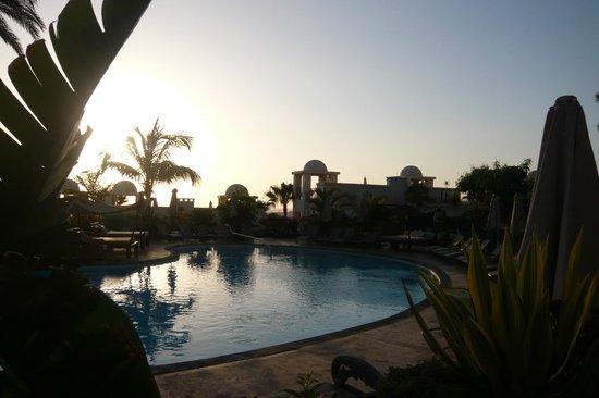 Vincci Seleccion La Plantacion del Sur: Having a sun-downer at the pool bar