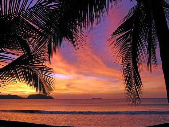 Bahia del Sol Beach Front Boutique Hotel: Abendstimmung nach dem Sonnenuntergang an der Playa Potreras
