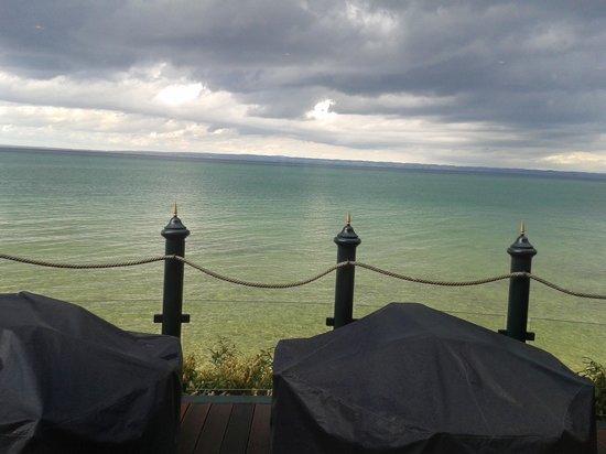 Hotel Bad Horn : De prachtige kleuren van het water als de zon door de wolken komt