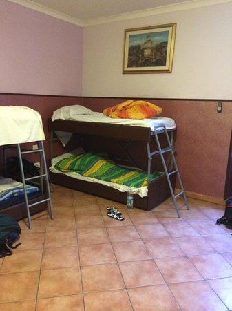 Alessandro Palace Hostel: beds