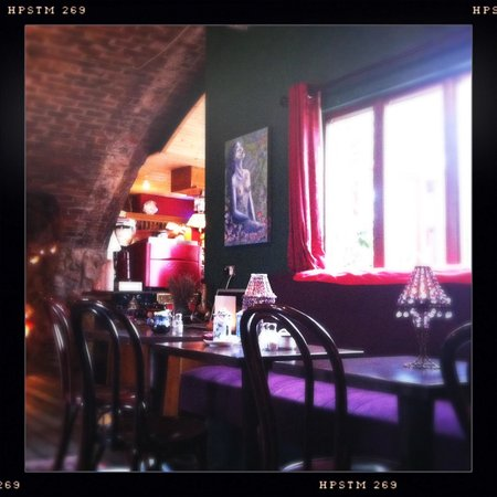 The Dog House Blues Tea Room: Cosy interior