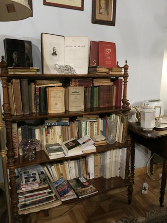 Orlowska Townhouse: dettaglio sulla libreria