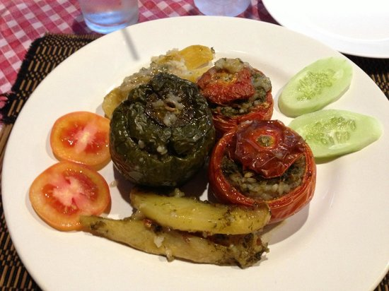 Pattayanis Greek Taverna : Awful Gemista for 300 baht+ with NO MEAT?!?!!?