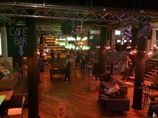 Generator Hostel Dublin: Café bar - sinuca - lounge