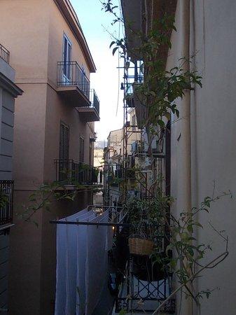 B&B alla Vucciria : veduta dal balcone del B&B