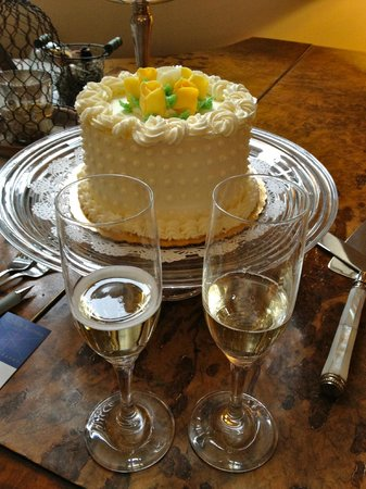 Lilac Inn: Wedding cake and champagne for two!