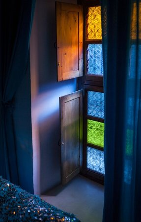 Riad Blueberber : Window & Bedspread - Turquoise Blue Room