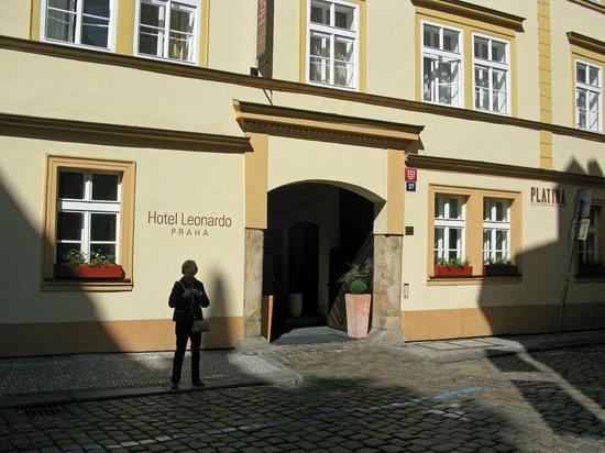 Hotel Leonardo Prague: Hoteleingang