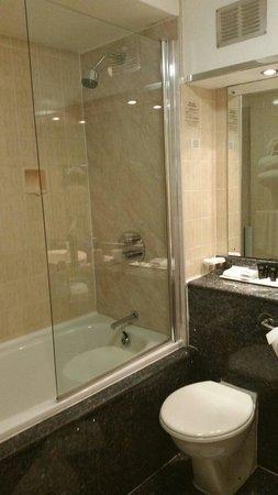 Croydon Park Hotel: Bathroom was nice