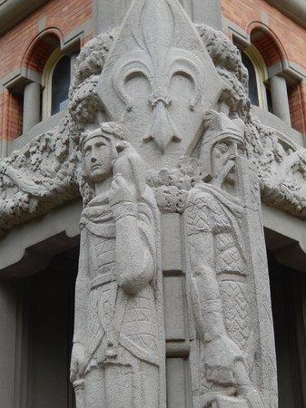 Beffroi de l'Hôtel : beffroi lille - scultura alla base