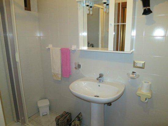 B & B Maison De Lussy: Bagno pulito
