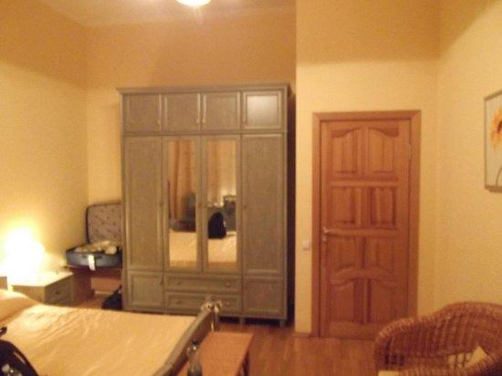 Sunflower B&B Hotel: Room 1 from door