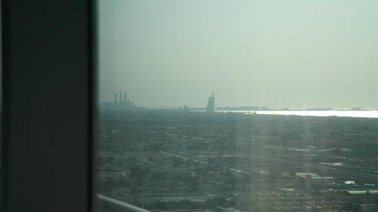 Al Salam Hotel Suites: Sicht vom Zimmer Richtung Burj Al Arab / Dubai Marina