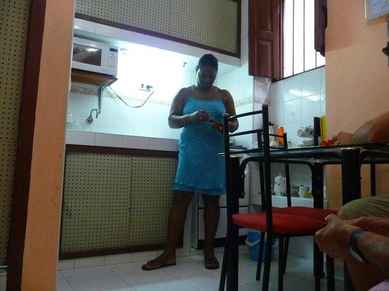 Casa Particular Ana y Chuchi: Ana en la cocina