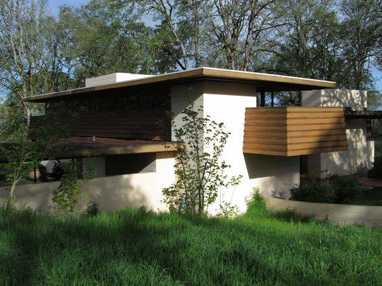 Oregon Garden: Frank Lloyd Wright house to visit next door.