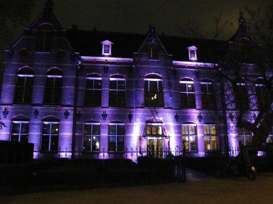 The College Hotel: devant