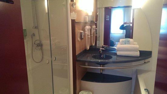 Novotel Suites Lille Europe hotel : sdb