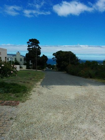 FrancolinHof: Road leading to Grotto Beach