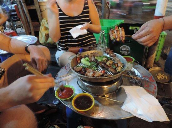 Hanoi Urban Adventures: Night market BBQ