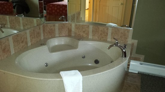 InnSeason Resorts Pollard Brook: Jacuzzi