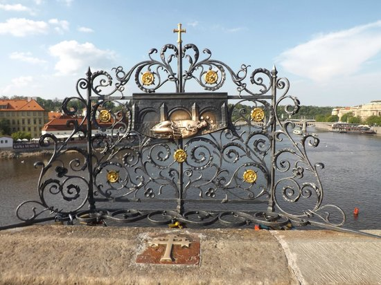 Puente de Carlos: St. John of Nepomuk - make your wishes here while touching the relief of St. John