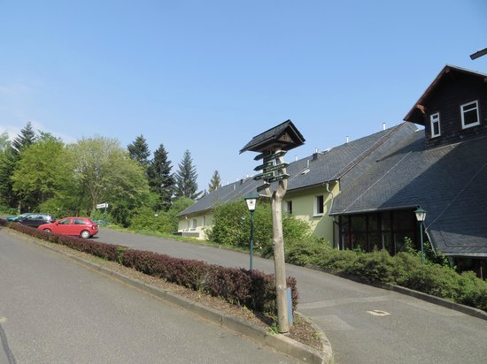 Hotel Am Wald: Hotelparkplatz