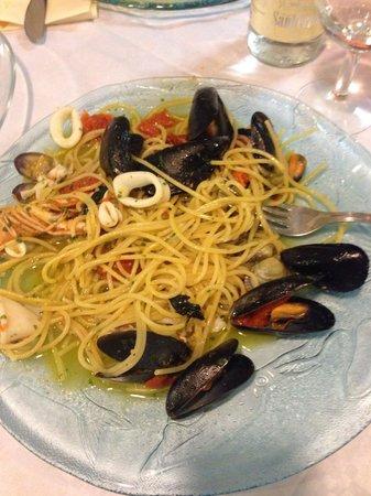 Trattoria Il Gabbiano: Spaghetto allo scoglio.