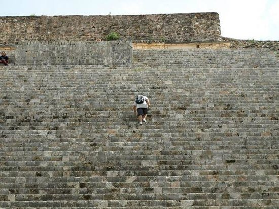 Templos de Uxmal: Love climbing the great pyramid