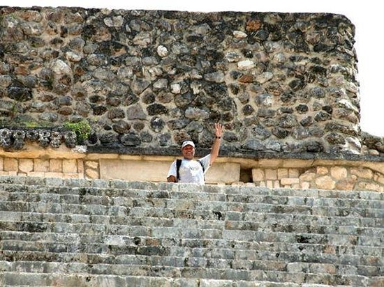 Templos de Uxmal: Love at the top of the Great Pyramid