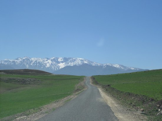 Colours of Morocco Day Tours : The snow capped Atlas Mountains on a beautiful, sunny day