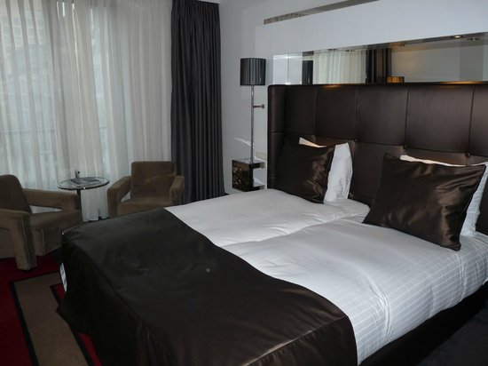 WestCord Fashion Hotel Amsterdam : the bed
