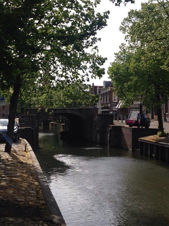 Hotel Pension de Harmonie: Nearby canal