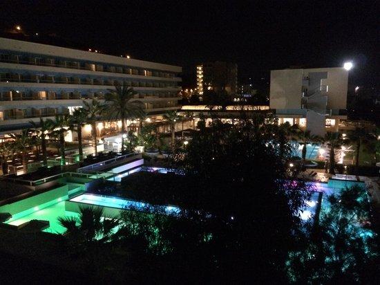 Blue Sea Beach Resort: Вечер