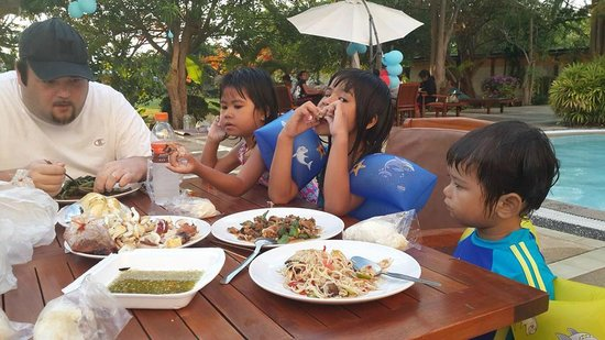 Sea Sand Sun Resort: Outside Food We Brought to Pool