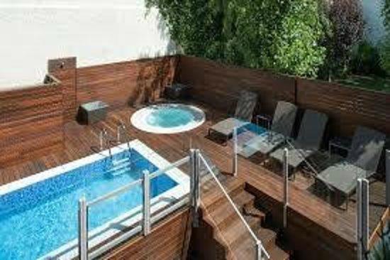 Catalonia Mikado Hotel: Pequeña piscina, pero funcional