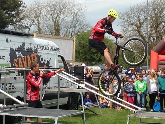 Woodlands Family Theme Park : trials bike demo