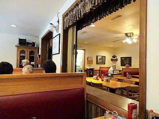 Lumpkins Restaurant & Motel: inside