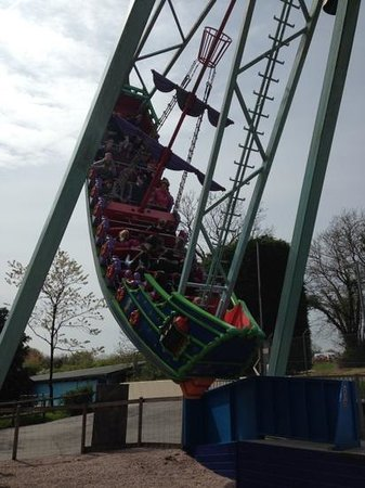 Woodlands Family Theme Park : Pirate ship