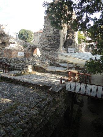 Varna Archaeological Museum: окрестности