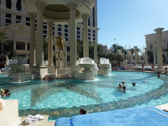 Caesars Palace : Pool Area