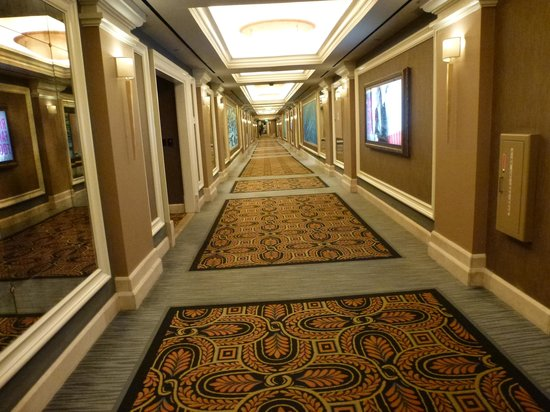 Caesars Palace : One of the long corridor