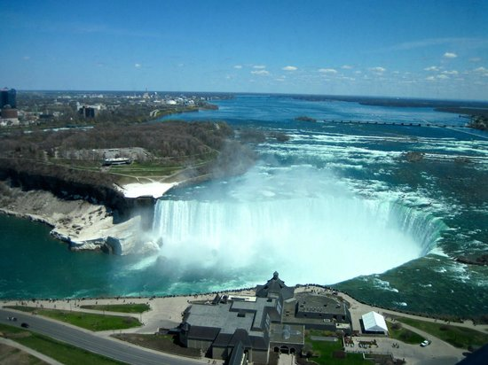 Embassy Suites by Hilton Niagara Falls Fallsview Hotel : Overlooking the falls.