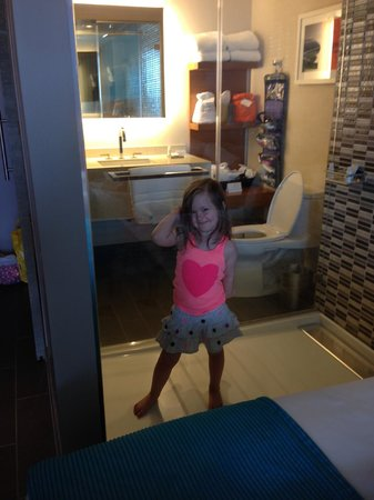 Shore Hotel: Daughter loved the glass shower