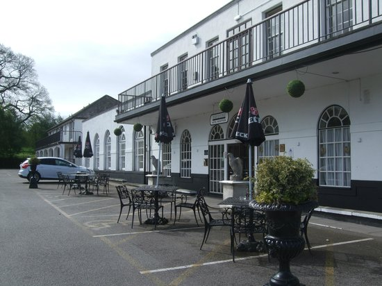 Hawkstone Park Hotel: Front of hotel and reception