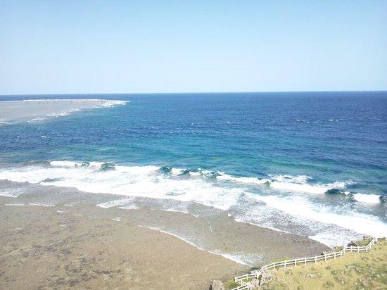 Higashi Hennazaki Lighthouse : 潮が満ち始めてきました